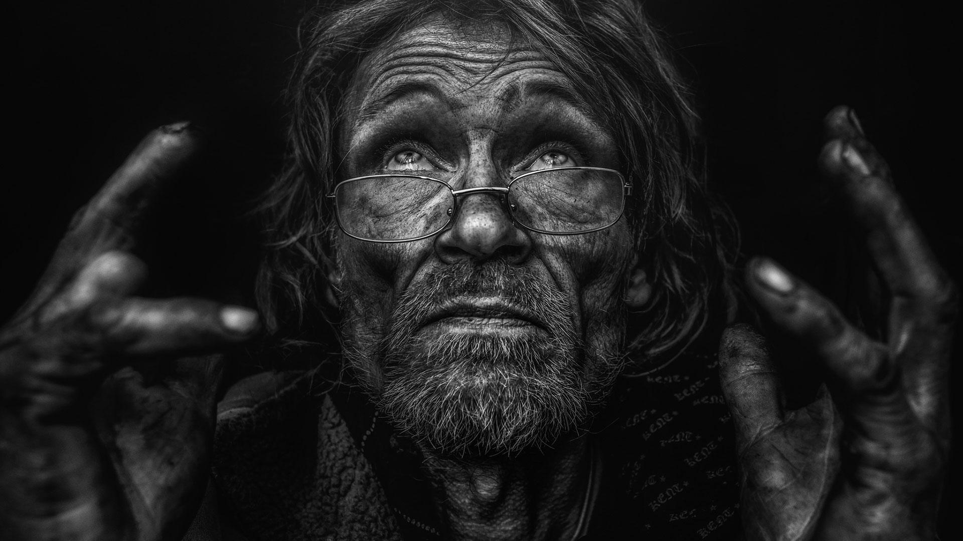 Photographer Lee Jeffries Striking Portraits Will Change: Lee Jeffries And Julia Bradbury Launch Lost Angels